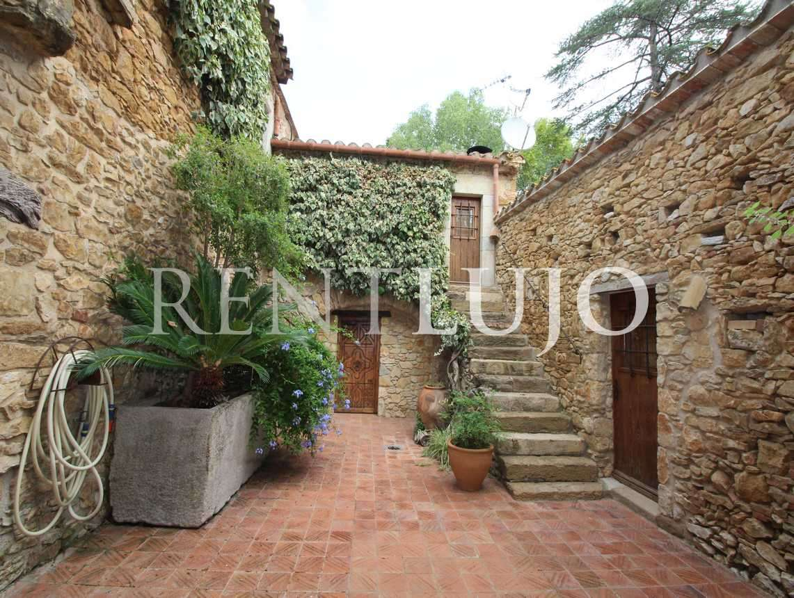 MAS VIÑEDOS-Impressive luxury farmhouse with vineyard-BAIX EMPORDÀ.-COSTA BRAVA