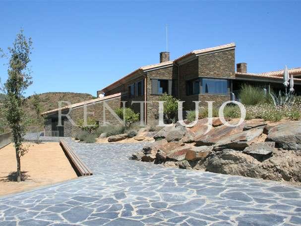 Villa cadaques espectacular villa de dise o con vistas al mar cadaqu s port lligat costa - Casas rurales cadaques ...